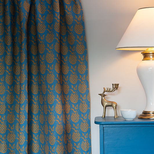 Willis Bloom Pineapple fabric in Sky and Gold colourway. Beautiful homes. Teal fabric ideas.