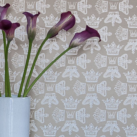 Regal Beauty Wallpaper