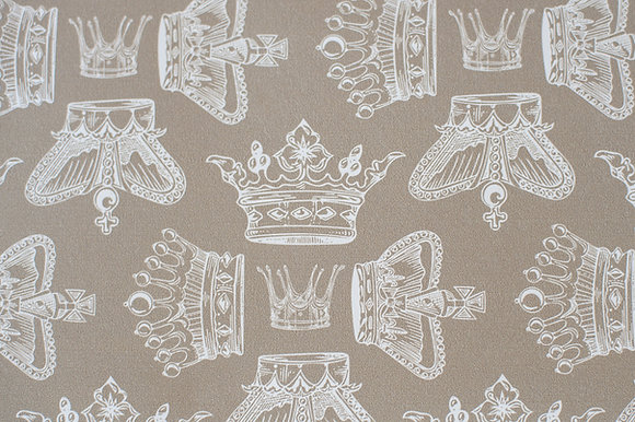 Willis Bloom Regal Beauty Wallpaper in Cool Caramel. An elegant crown design for beautiful homes. Love your home.