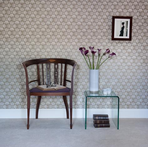 Regal Beauty wallpaper in Cool Caramel