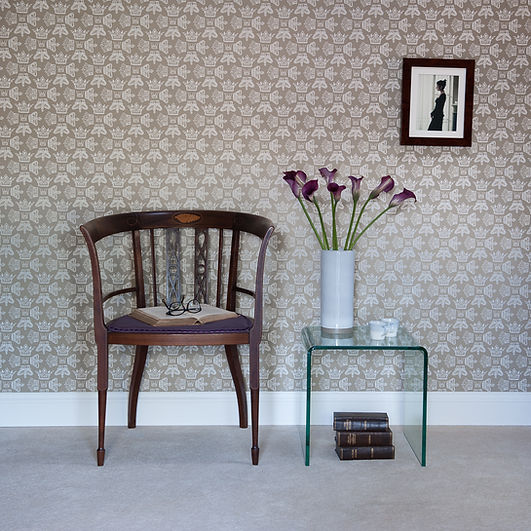 Willis Bloom Regal Beauty crown wallpaper in cool caramel. Wallpaper inspiration for beautiful homes. Love pattern.