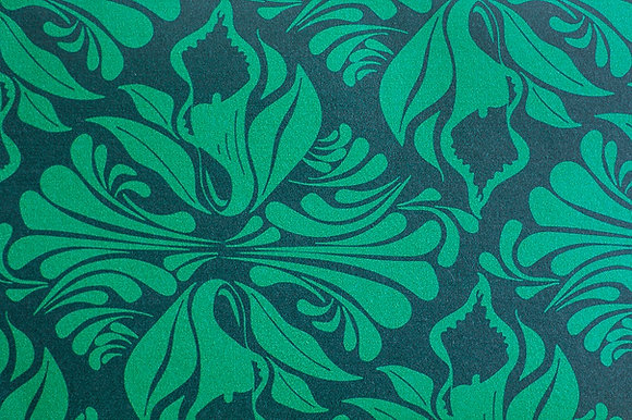 Willis Bloom Calla Lily wallpaper in Emerald Green. Ideas for beautiful homes and bold wallpaper pattern.