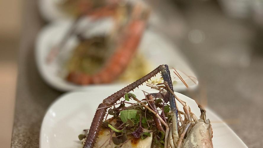 Risotto ai fiori di zucchine con gamberi del golfo del Messico  alla griglia.