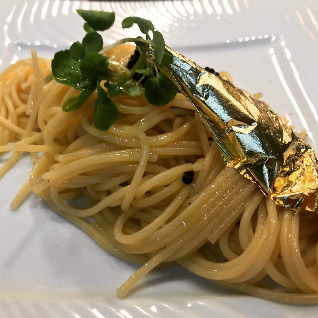Spaghetti allo prosecco e caviale