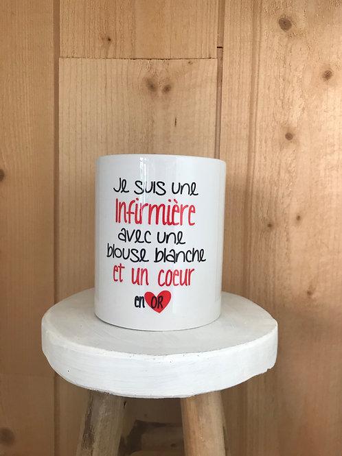 Mug: Infirmière en blouse blanche