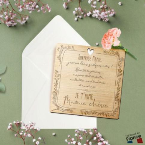 Carte postale en bois: Surprise Mamie