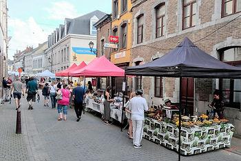 Fontaine-l-eveque-marché.JPG