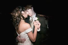 Dancing delle coppie alla cerimonia nuzi