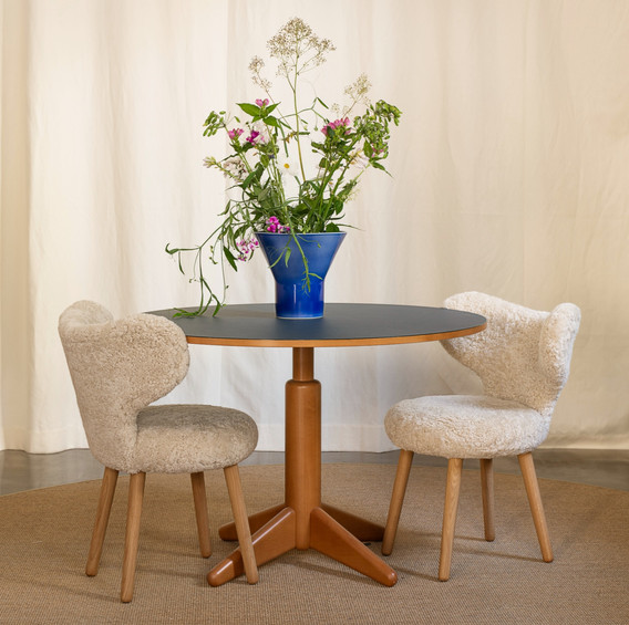 WNG chair and KYO vase
