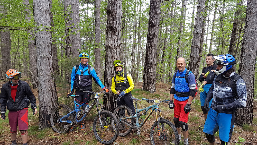 Happy group during an Finale Ligure Enduro Tour