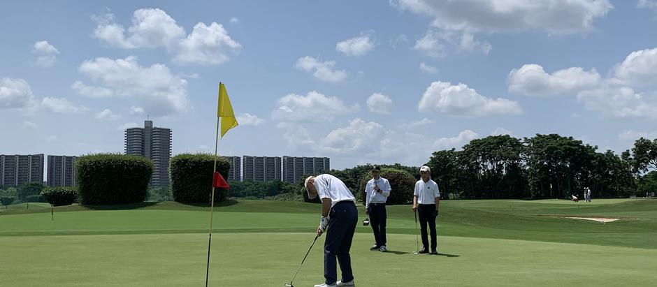 素晴らしい晴天の下で今年4回目の高槻ゴルフ倶楽部。やっぱりココは楽しいなぁ〜!