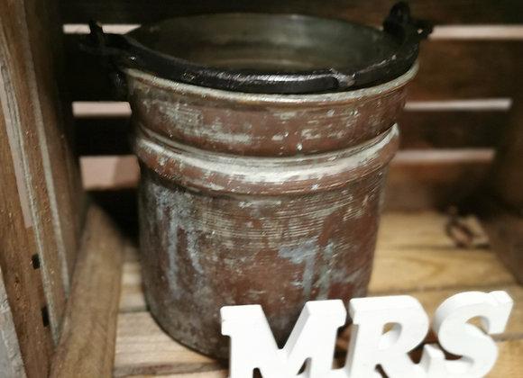 Petit pot en métal