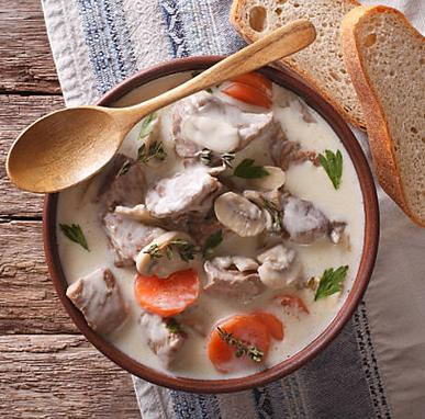 La blanquette de veau LA recette traditionnelle de la cuisine française. Avec PLOUF, elle est facile à préparer