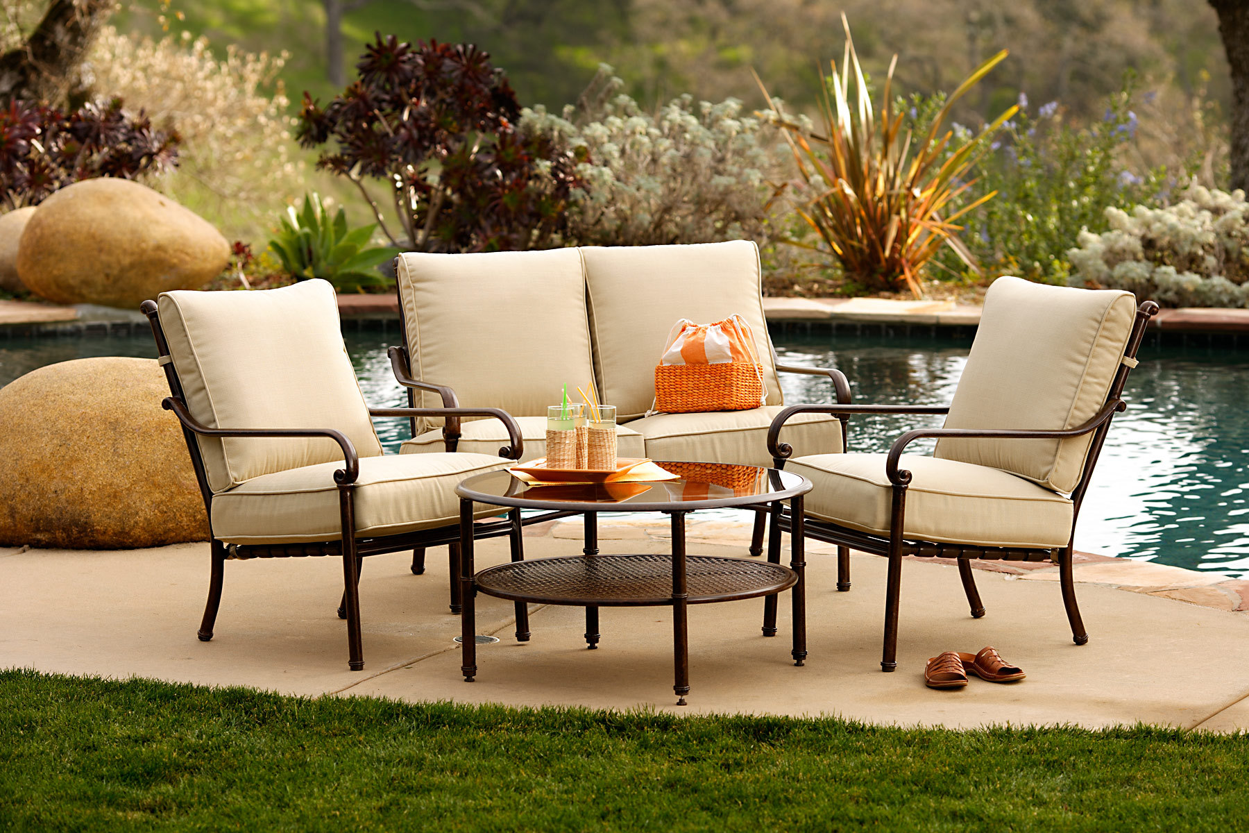 220_1outdoor_furniture.jpg