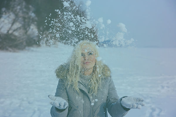 blonde-in-a-winter-wonderland-4597162_19