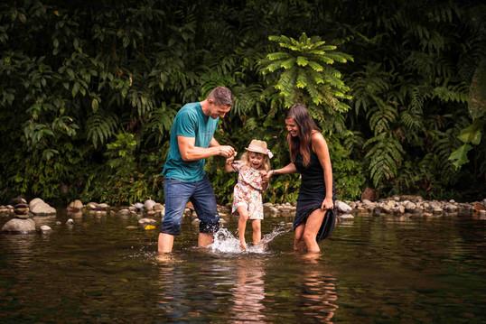 Photographe-famille-Guadeloupe-rivière (