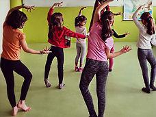 Cours enfant danse indienne relaxation Les Angles Avignon