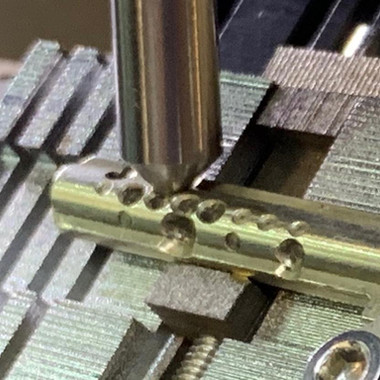 Изготовление ключа специального профиля с угловой перфорацией apecs k-xs