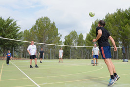 Volleyballspiel auf dem Sportcampus.