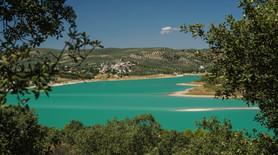 Die Farbe des Sees ändert sich je nach Wetter von sattem Türkis ...