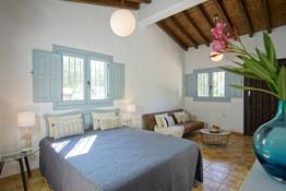 Die Casa Romera bietet mit 2 Badezimmern, Küche und ausziehbarer Schlafcouch und Verbindungstür zum anderen Apartment Platz für 5-6 Personen..