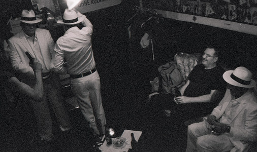 Backstage mit Hals M