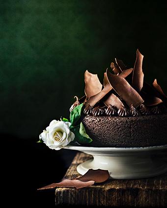 chocolate and coffee cake with ganache & chocolate shards