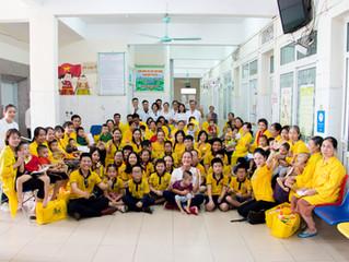 Học sinh Everest tiết kiệm tiền, dành tặng hơn 30 món quà 20/10 cho các mẹ có con bị bại não tại bện