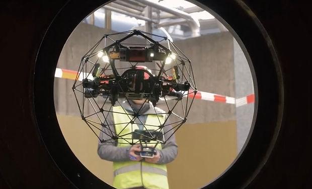 Drohnen Dienstleistungen mit der Flyability Elios 2