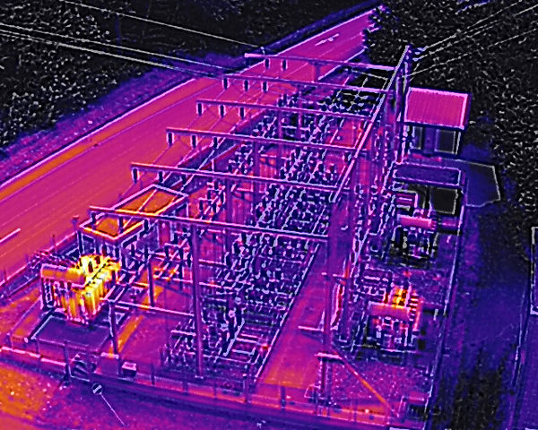 Inspektion eines Umspannwerkes per Drohne und Wärmebildkamera
