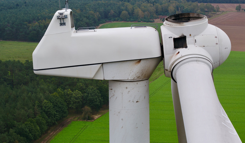 Drohneninspektion für Windkraftanlagen.j