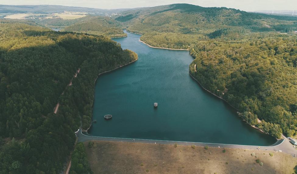 Luftaufnahme der Talsperre Nonnweiler