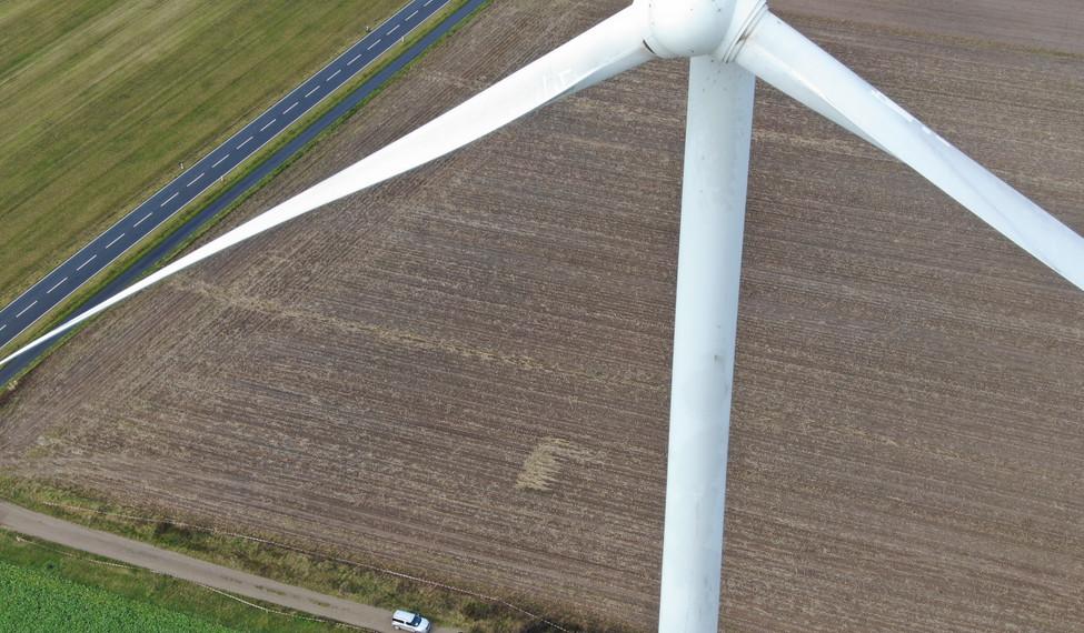 Inspektion Windkraftanlage per Drohne.jp