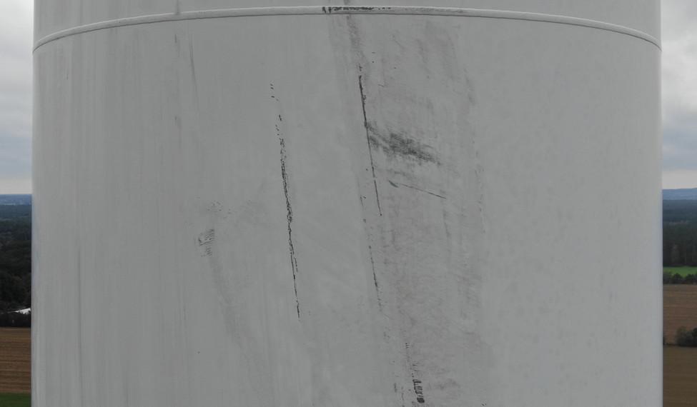 Turminspektion an Windkraftanlage mittel