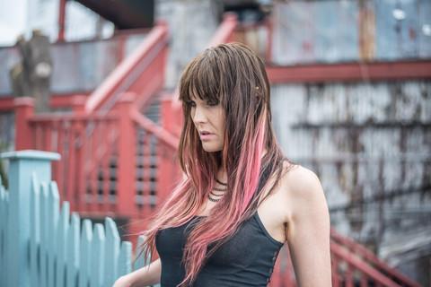 Rock 'n roll portrait photography. Rocker chick portrait. Model photography. Model with pink hair. Model in urban background.