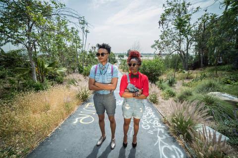 Rock 'n roll portrait photography. Band portrait outside in urban setting. Musician duo portrait. Female musicians.