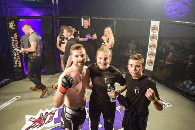 Richard Wallace wins MMA Cage Fight