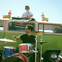 Alf Alpha Super Sonido VW Bus DJ