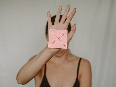 איך קורה שטיפול מדרדר למגע מיני?
