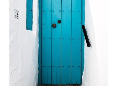 להקיש על הדלת לפני שנכנסים