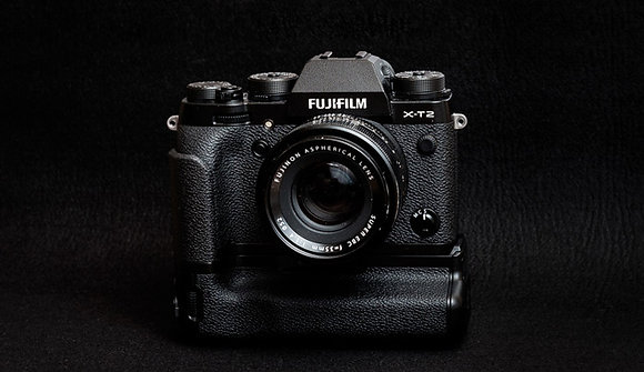 Fujifilm XT 2 con battery grip in kit con ottica zoom 18/55 2,8/4