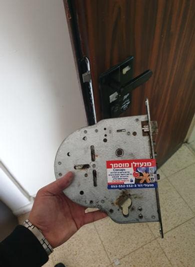 פורץ דלת שריונית חוסם באשקלון