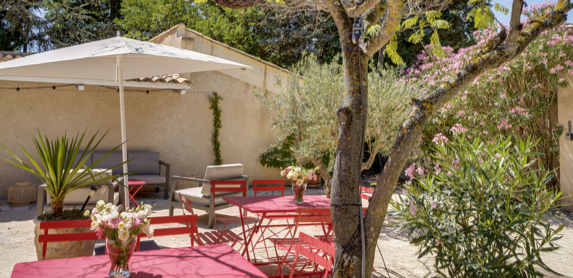 The patio of Mas Saint-Gens, holiday area in South of France