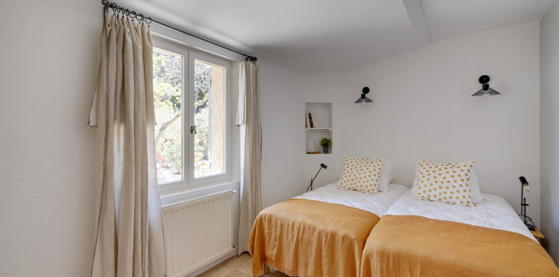House of Dreamers, bedroom 3, Mas Saint-Gens
