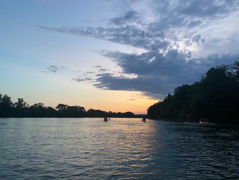Remontée nocturne du Rhône en canoë
