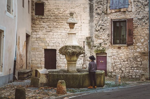 Pernes les Fontaines right next to Mas Saint-Gens