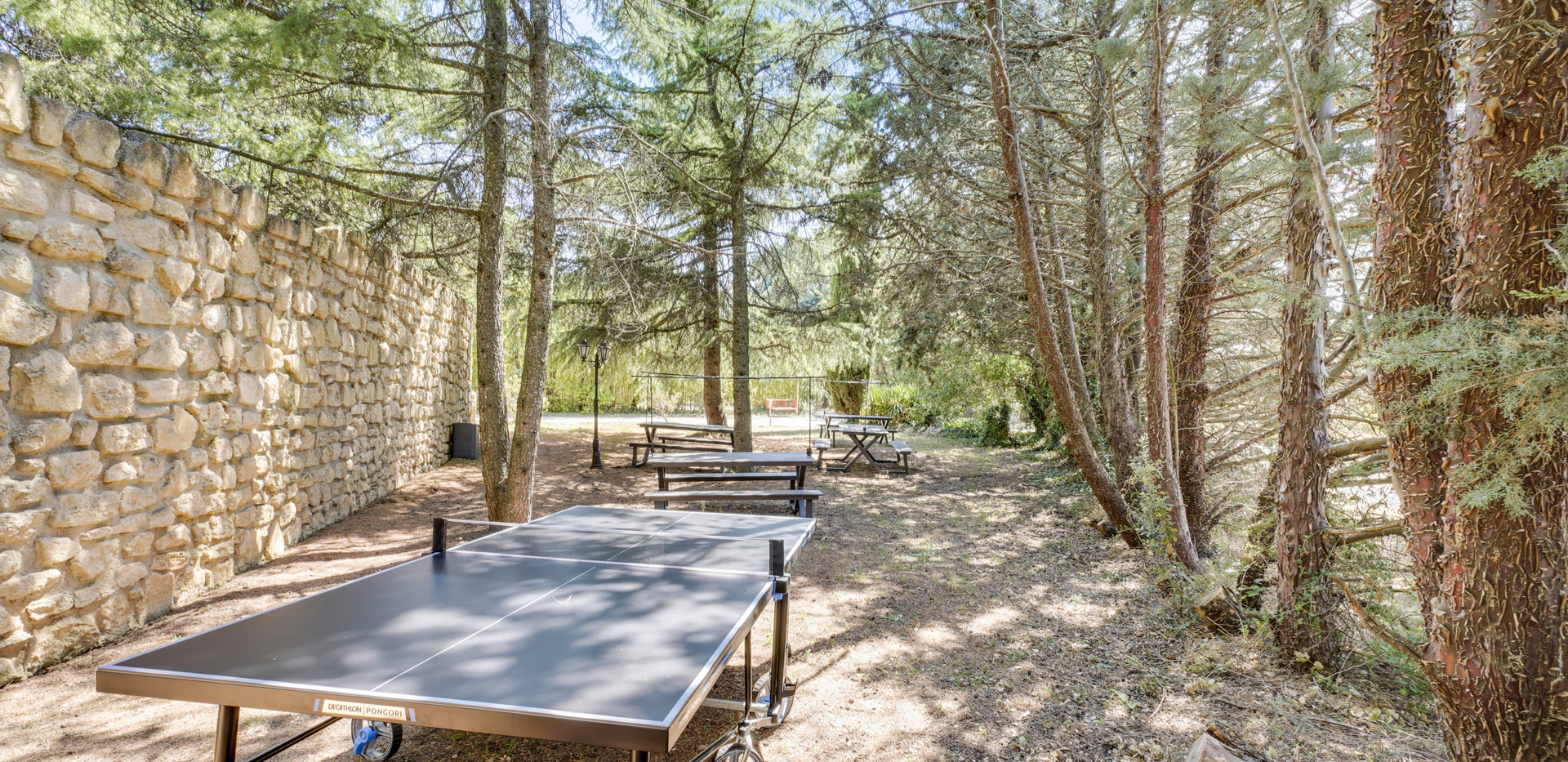 Tennis table at Mas Saint-Gens, lovely cottages to rent