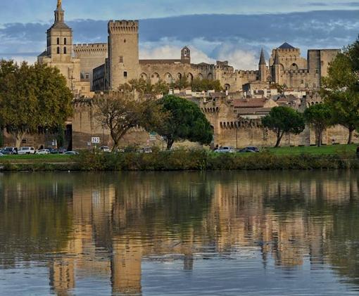 Avignon, 20 minutes from Mas Saint-Gens