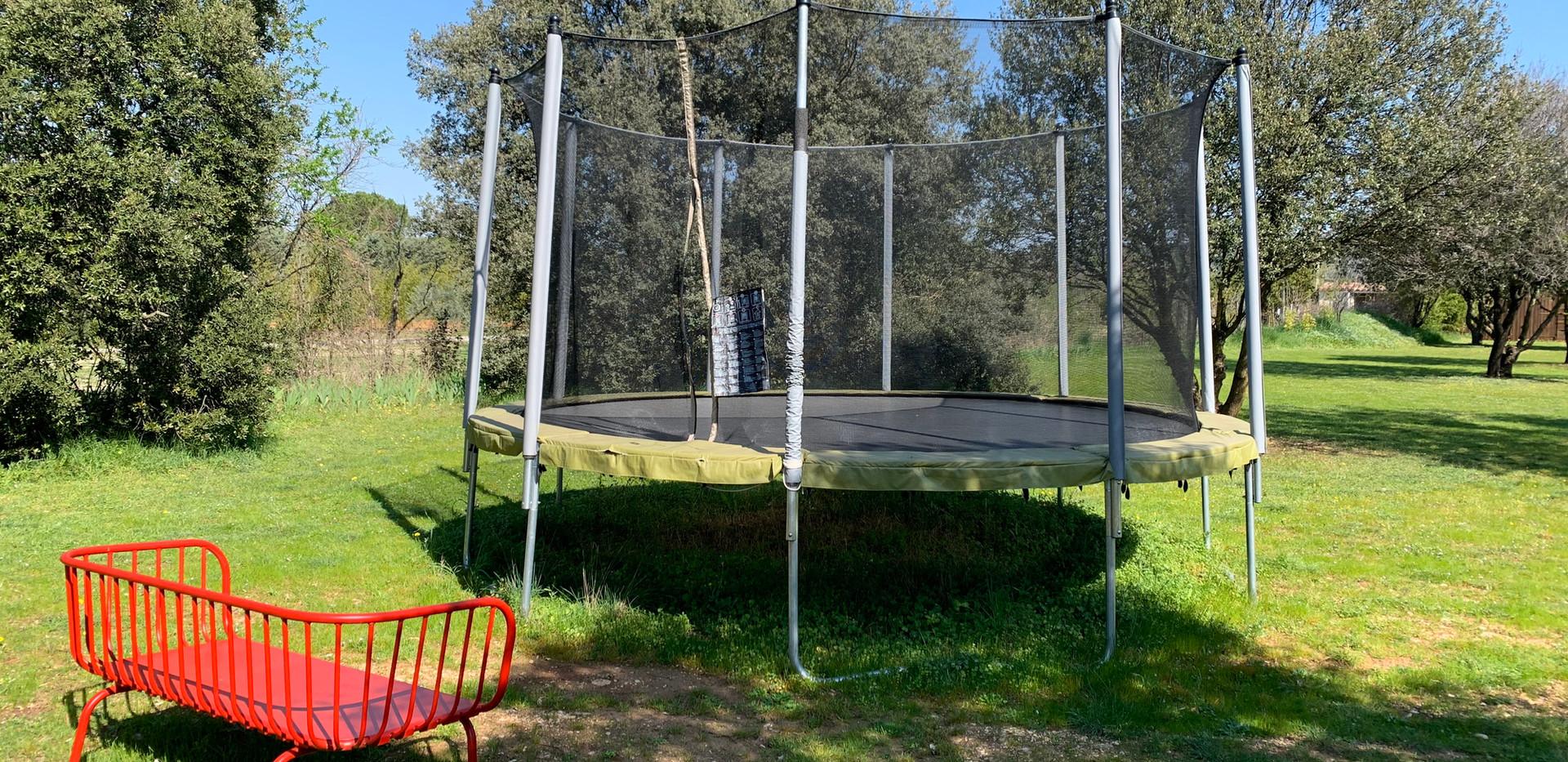 Mas Saint-Gens trampoline, group accommodation in Luberon