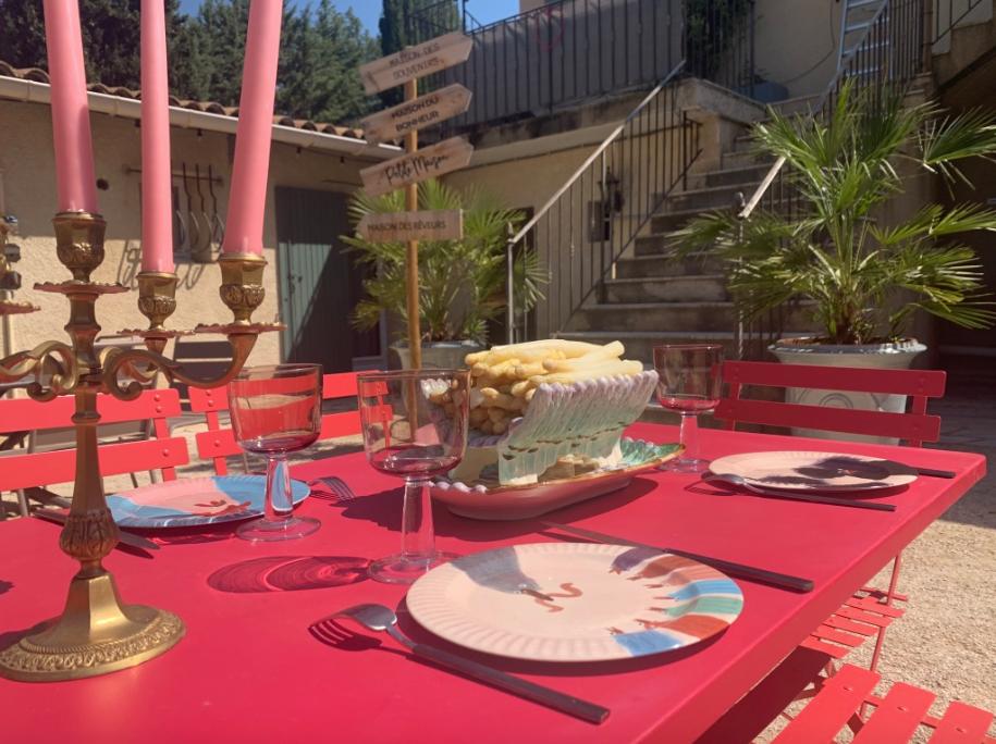The patio of Mas Saint-Gens